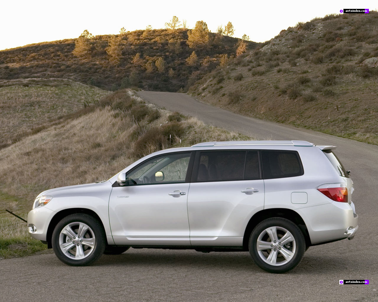 2013 vs. 2014 Toyota Highlander - Styling Showdown - Truck Trend